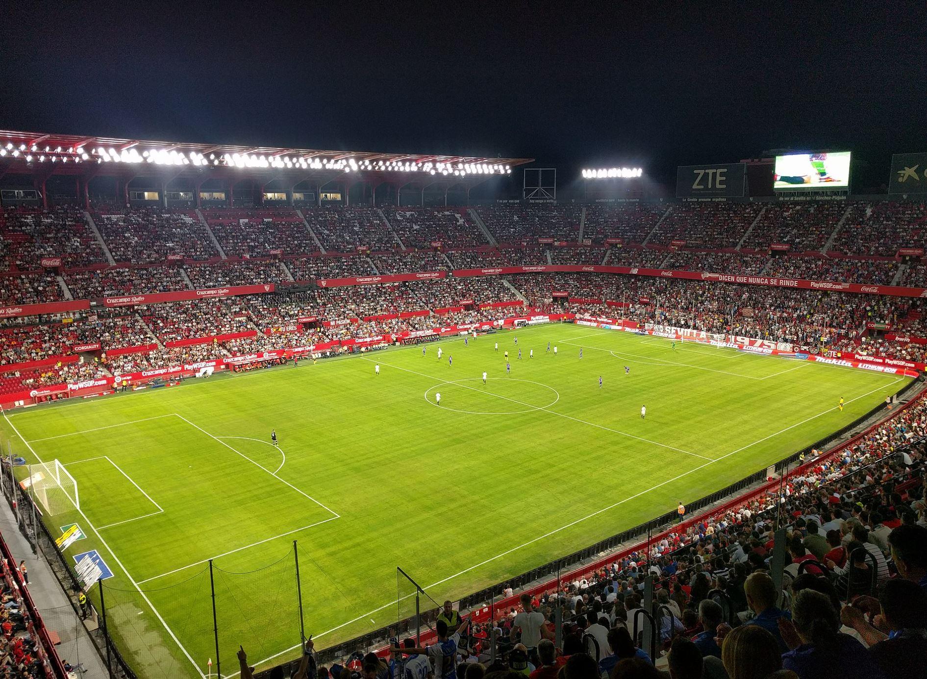 cuántos Asientos tiene el estadio Ramón Sánchez-Pizjuán