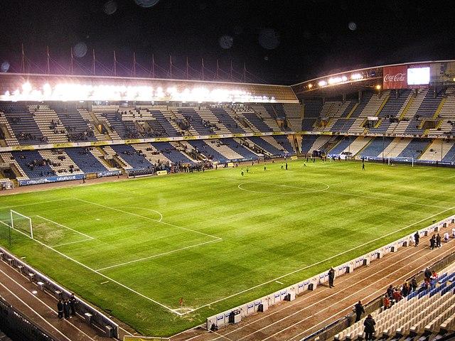 cuántos asientos tiene el estadio Riazor